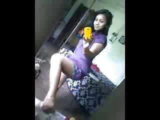 पोशाक में प्यारा किशोर छूट के लिए अपने मैकेनिक सेक्सी पिक्चर मूवी हिंदी को बहकाता है