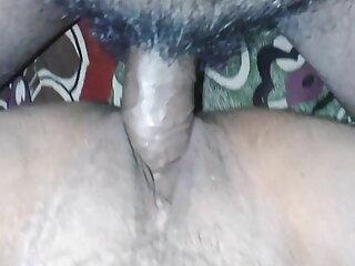 एक जवान गधे के साथ सुंदर युवा रेड इंडियन उसके BF के लिए हस्तमैथुन सेक्सी पिक्चर मूवी करता है